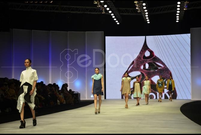 Ratusan Model Akan Membawakan Rancangan Dari sekitar 230 Desainer