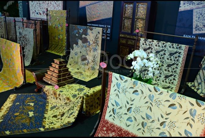 Kain batik  beserta sejarahnya bisa kita temukan informasinya di pameran ini