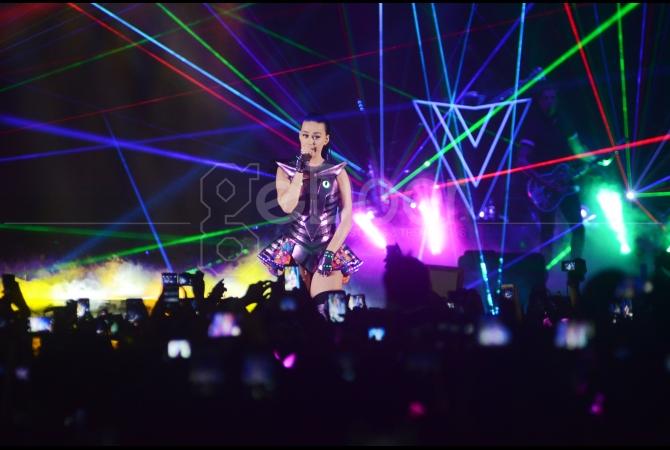 Para KatyCats (sebutan fansnya) dimanjakan dengan beragam konsep konser hasil kreasi Katy Perry