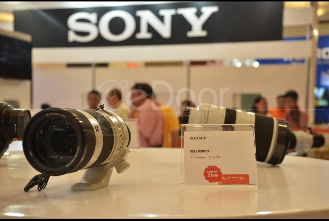 Berbagai Macam Merek Fotografi Seperti Canon, Nikon, Olympus, Samsung Dan Sony Mengisi Hall Cendrawasih