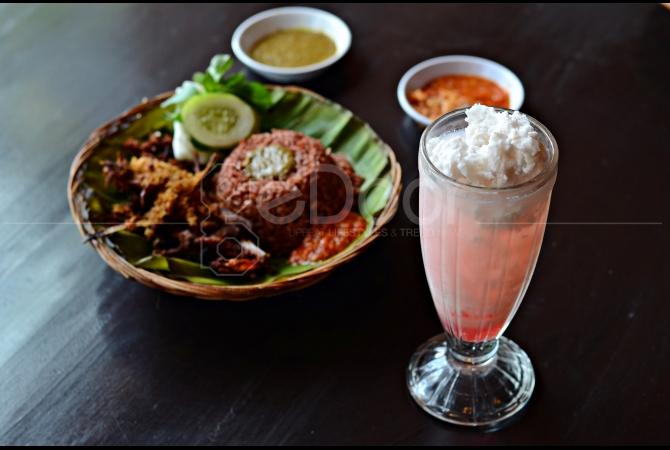 Es Kelapa Kopyor, minuman favorit di Bebek Malio ini