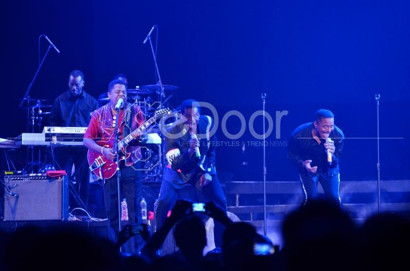 Hits Dari The Jackson 5 Membawa Penonton Yang Hadir Pada Malam Itu Bernostalgia