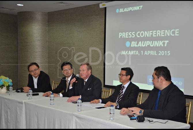 Press conference yang dihadiri para petinggi Blaupunkt