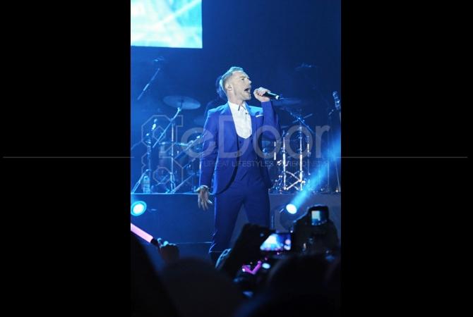 """Konser ini diberi tajuk """"BOYZONE, Back Again No Matter What Concert"""""""