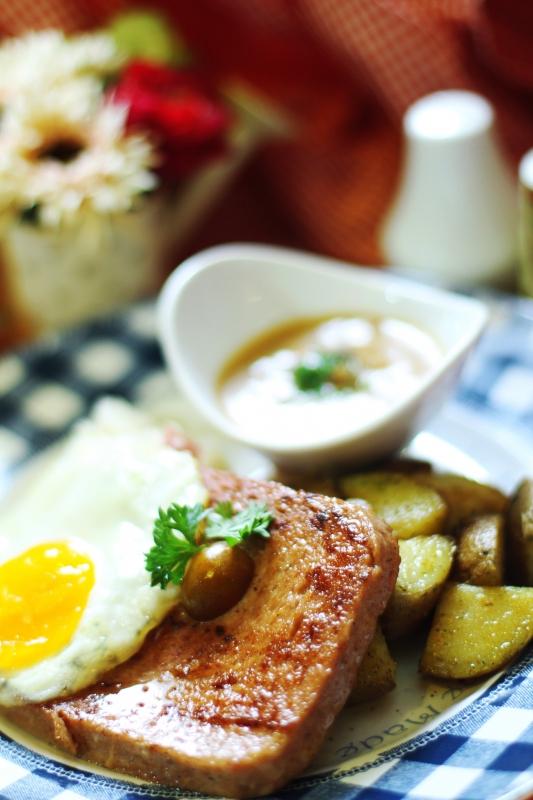 Bavarian Meat Loaf Salah Satu Menu Andalan Dari Restoran Ini