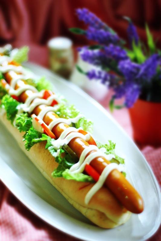 Porsi Menu Bavarian Hot Dog Cukup Besatr Dengan Panjang 40 cm