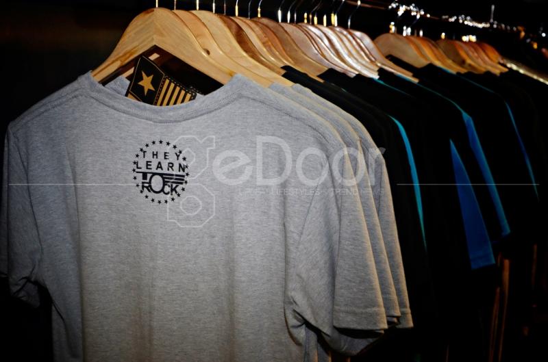 Kaos Dengan Brand