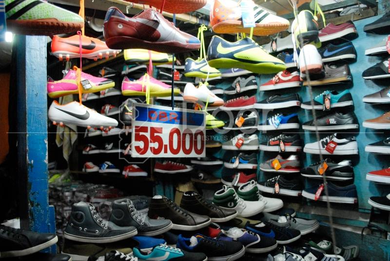 Beragam Sepatu Ada Di Pasar Ini