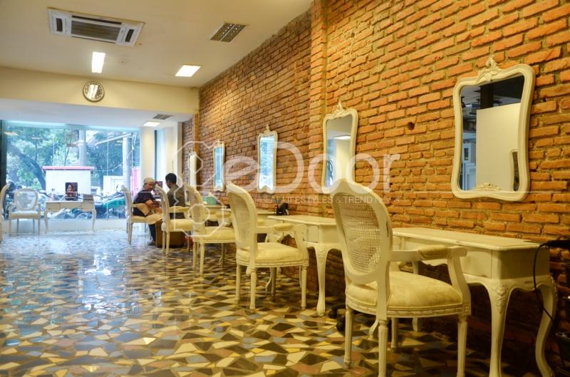 Salon D'Bryant Dikonsepkan Dengan Interior Bergaya Modern Klasik Amerika