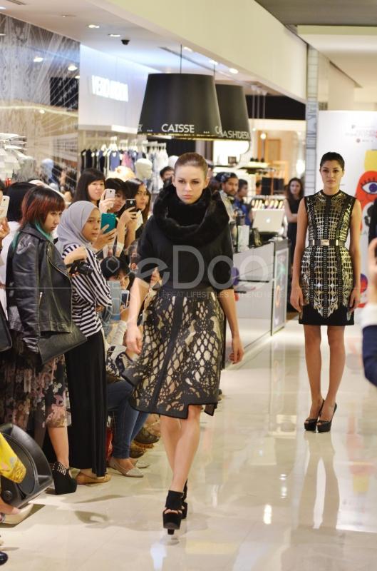 Para Model Memperagakan Busana Di Fashion Lab 2014