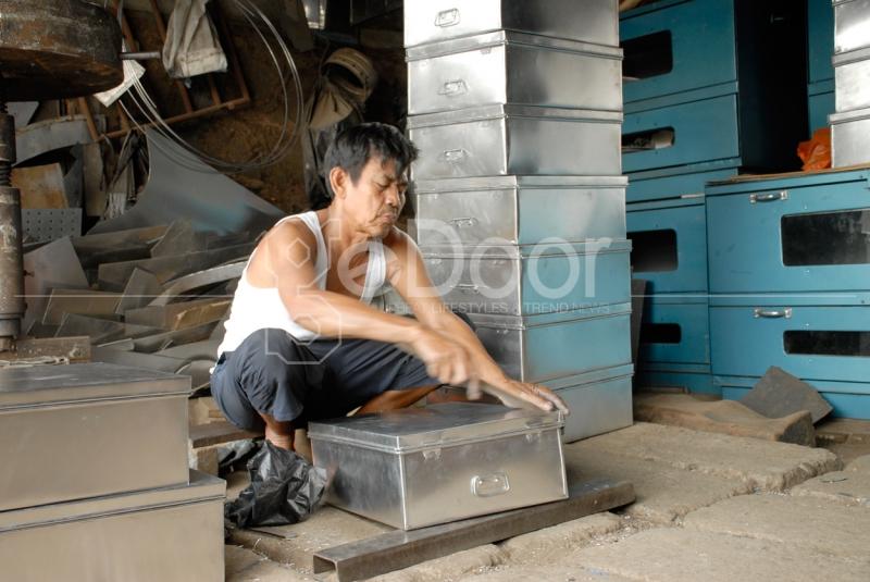 Proses Pembuatan Perkakas Dapur Di Cawang