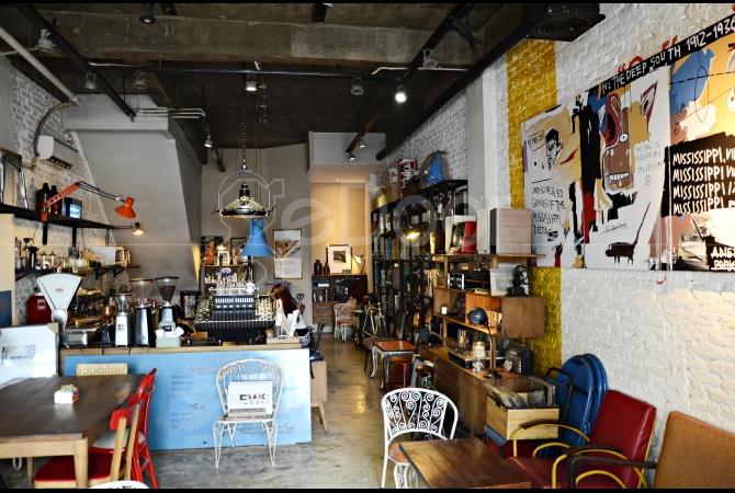 Menikmati Secangkir Kopi Dengan Suasana Vintage Indutrial Di Getback Coffee