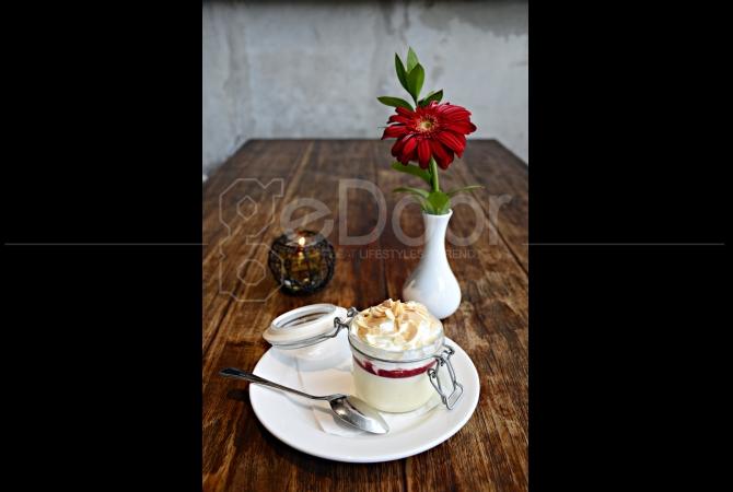 Almond Pannacotta salah satu dessert favorit di KOI Kemang