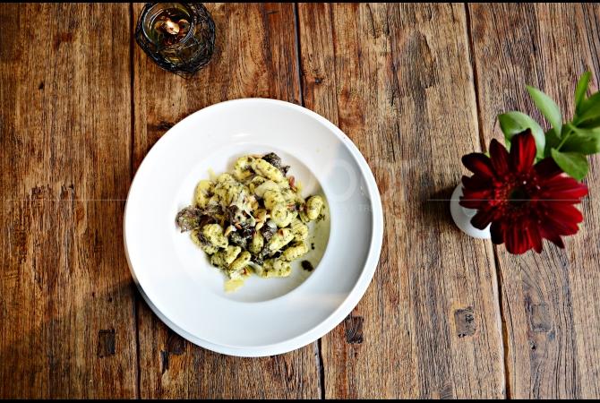 Gnnocchi with Braised Beff & Pesto yang dimana pastanya dibuat sendiri (homemade) dari KOI