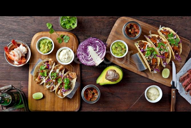 Taco adalah makanan khas Mexico yang berisikan sayuran, buah, seafood atau daging