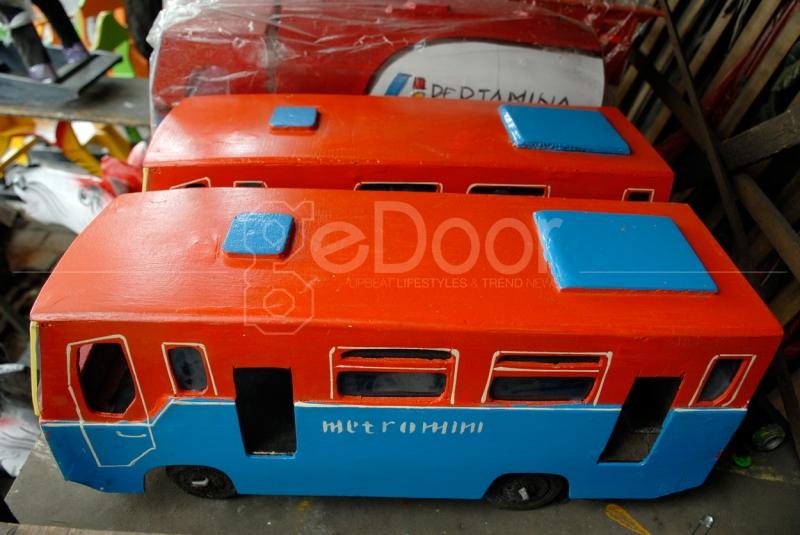 Miniatur Bus Metromini Kayu Ala Kalibata
