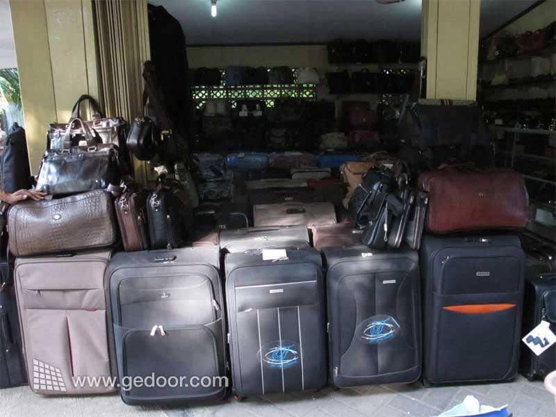 Membeli Koper Di Jl. Surabaya