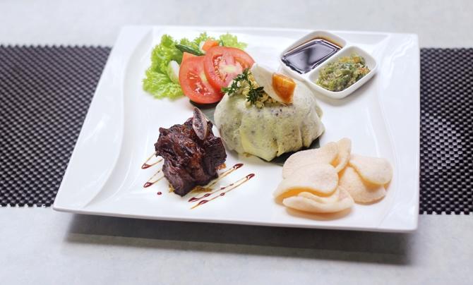Menu Unik Nasi Goreng Rawon Ala AVARA Lounge Jakarta
