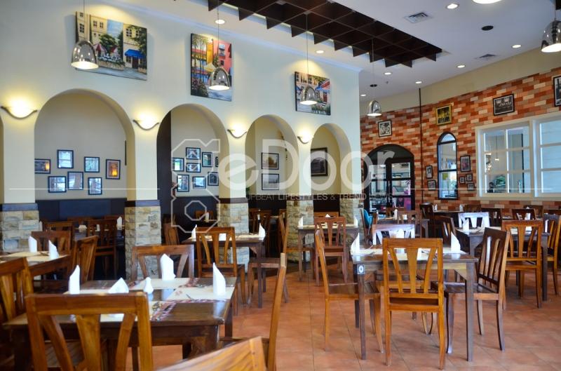 Konsep Tempat Yang Menyerupai Restoran Khas Italia Dengan Dominasi Furnitur-Furnitur Kayu