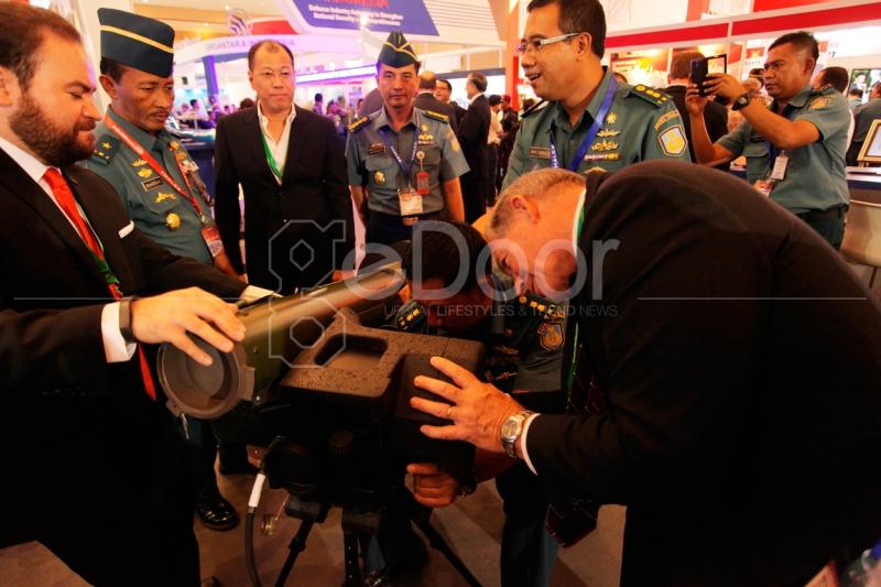 Indonesia Memperlihatkan Industri Pertahanan Militer & Teknologinya Pada Pameran Ini