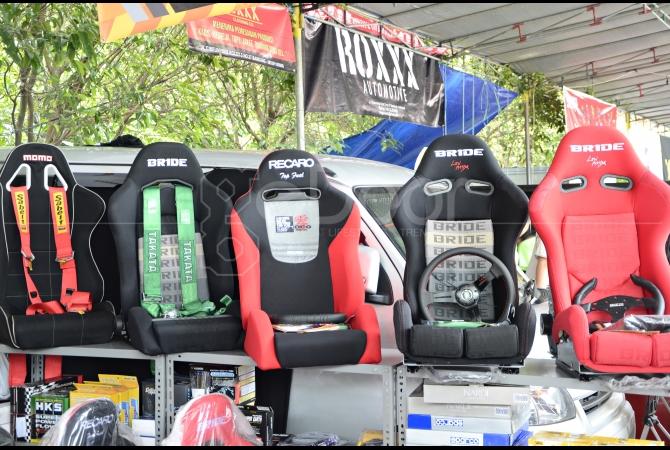 Jok racing untuk mobil dijual dengan harga yang cukup murah dari biasanya