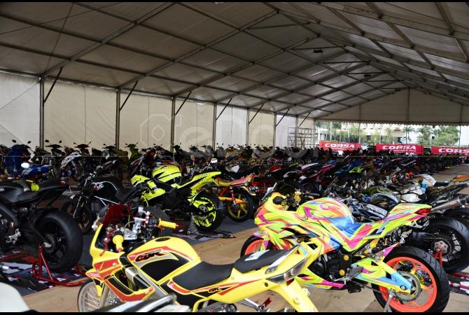 Kontes modifikasi motor pun diikuti oleh ratusan peserta