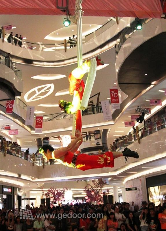 Pertunjukan Akrobatik Dari Sichuan Ramaikan Imlek Di Lippo Malls Kemang