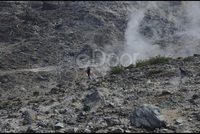 Kawah Ratu merupakan kawasan aktif yang mengeluarkan gas belerang