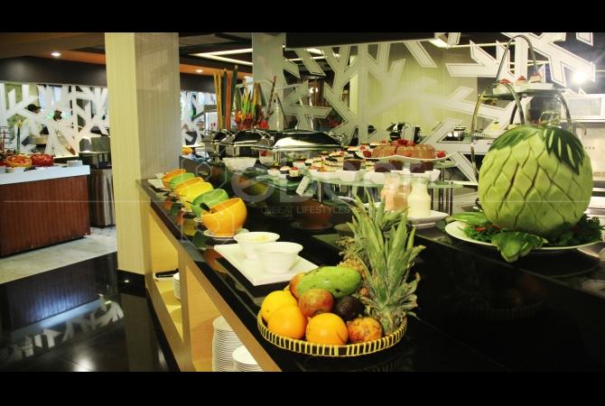 Promo buy 3 get 1 juga ditawarkan untuk menarik para tamu yang kebanyakan menikmati menu buffet bersama keluarga atau teman