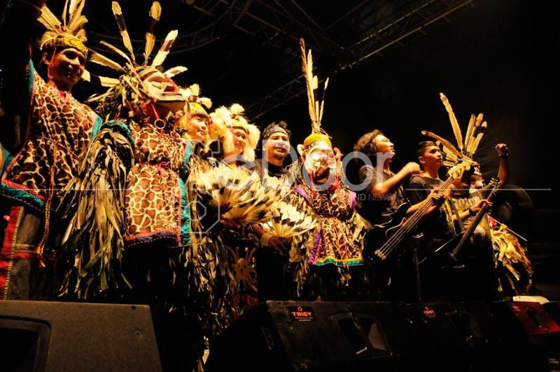 Tarian Hudoq Jadi Pembuka Penampilan Kapital Di Rolling Stone Cafe Jakarta