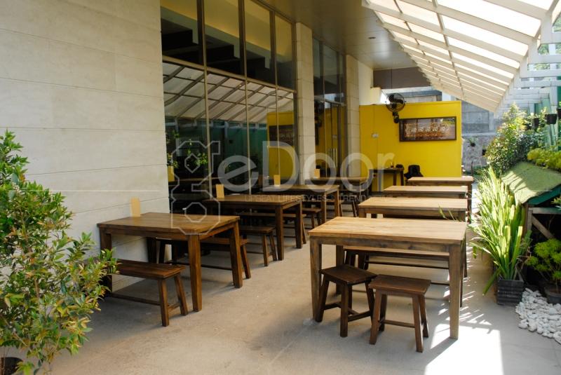 Selain Indoor Phuket Restoran Juga Memiliki Ruang Outdoor
