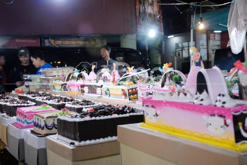 Aneka kue Tart Di Pasar Kue Subuh Senen
