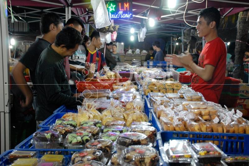 Transaksi Pedagang Dan Pembeli Di Pasar Tradisional
