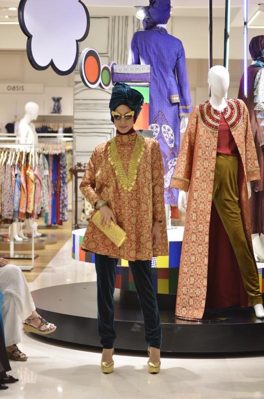 Para Model Cantik Memperagakan Model Busana Muslim Terbaru Dian Pelangi