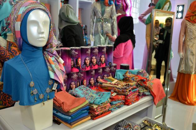 Shafira Ciptakan Desain Busana Muslim Elegan dan Eksklusif
