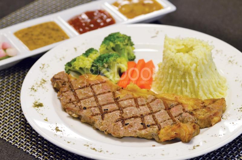 Sirloin Steak Golden Key Bistro Jakarta