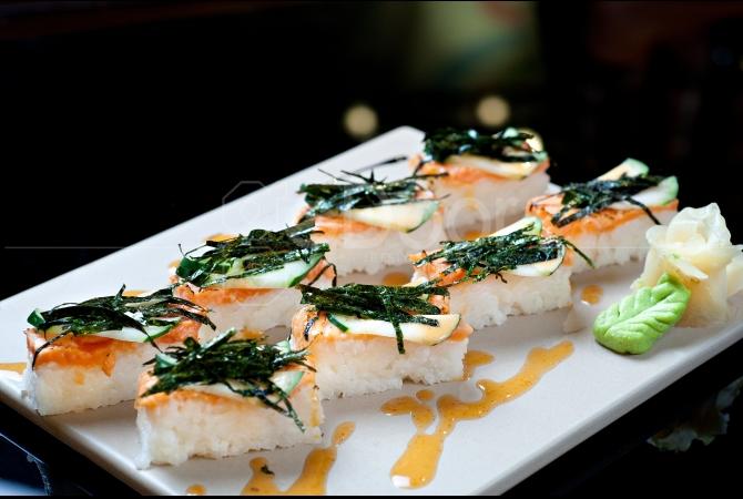 Salmon Brick Sushi perpaduan antara brick shaped salmon sushi drizzled dengan spicy cream