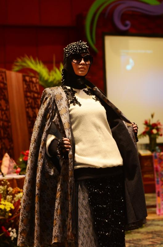 Dian Pelangi, Barli Asmara, Zaskia Sungkar Memamerkan Koleksinya Untuk Dibawa Ke New York Fashion Week 2015