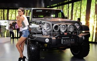 Jeep Luncurkan Dua Mobil Terbarunya Di IIMS 2014