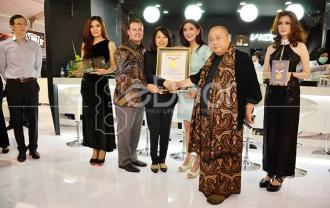 Kerja Keras V-KOOL Berbuah Penghargaan MURI Di Ajang IIMS 2014