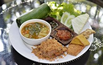 Kombinasi Rasa Tradisional Dan Internasional Di De Clan Resto & Café