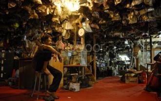 Berburu Barang Bekas Di Mall Rongsok