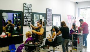 Nikki Salon Salonnya Para Cewek Bule