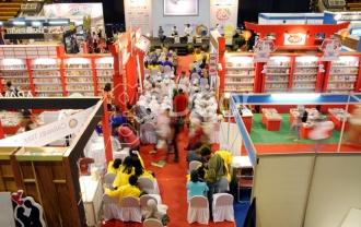 """""""Read Book, See The World"""" Menjadi Tajuk Gelaran Indonesia Internasional Book Fair 2014"""