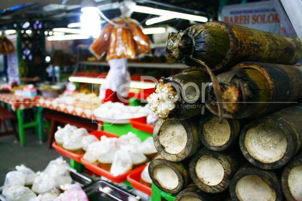 Takjil Khas Minang Berburu Kuliner Khas Minang Di Kramat Raya