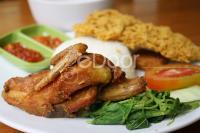 Dapoer Kirani  Nikmatnya Ayam Kremes Special