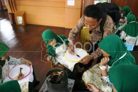Plesiran Sambil Belajar Membatik Di Museum Tekstil